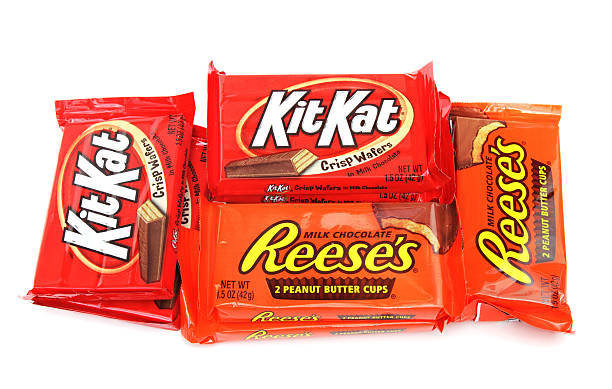 reese's peanut butter cups and kit kats - kit kat stock photos and pictures
