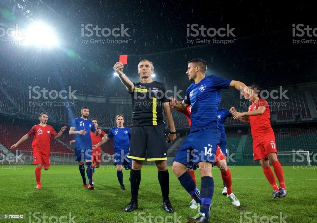 Arbitre montrant rouge carte - Photo