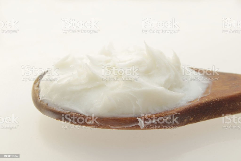 Raffiné du beurre de karité dans une cuillère - Photo
