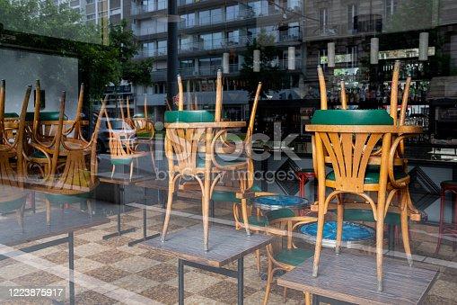 Restaurant fermé en raison de la crise sanitaire mondiale inédite du coronavirus