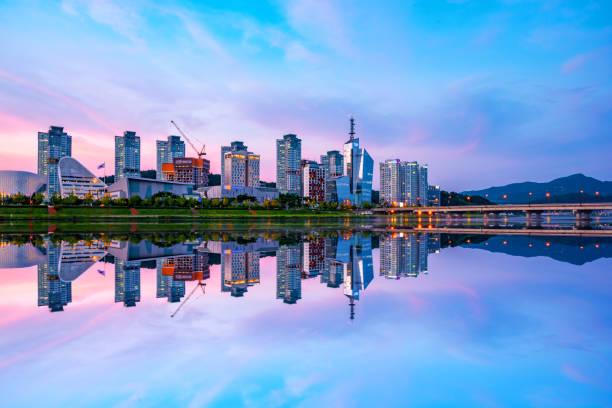 Reflexión de Daejeon, Corea del sur. - foto de stock