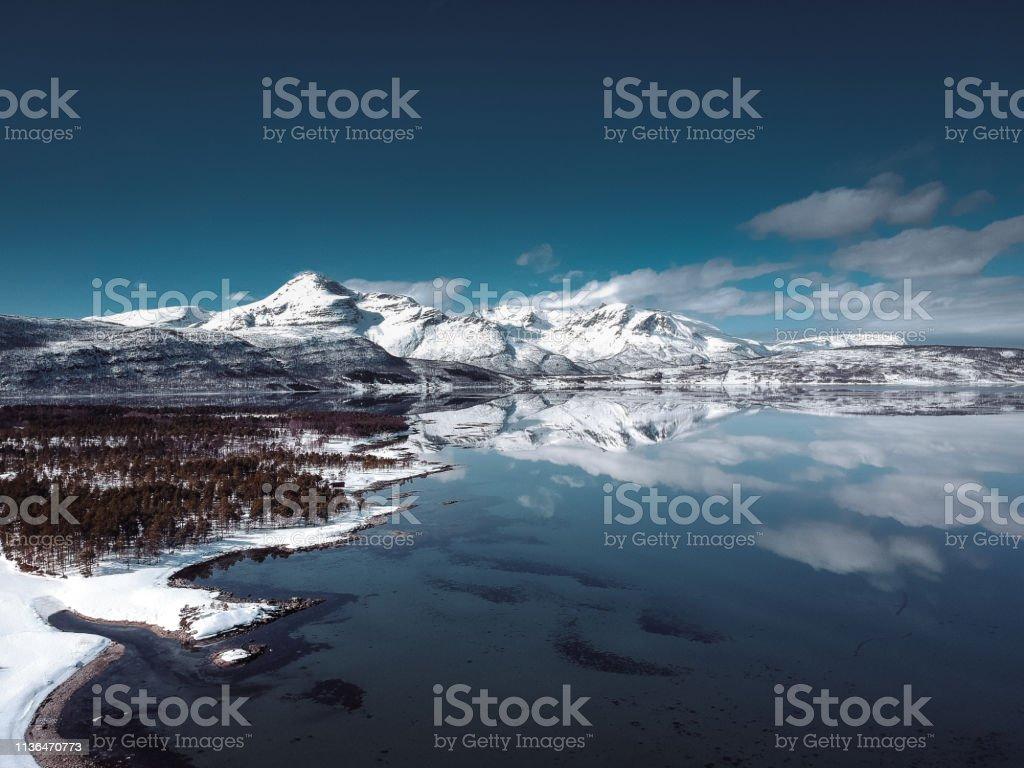 Reflexionen auf der Lofoten Insel – Foto