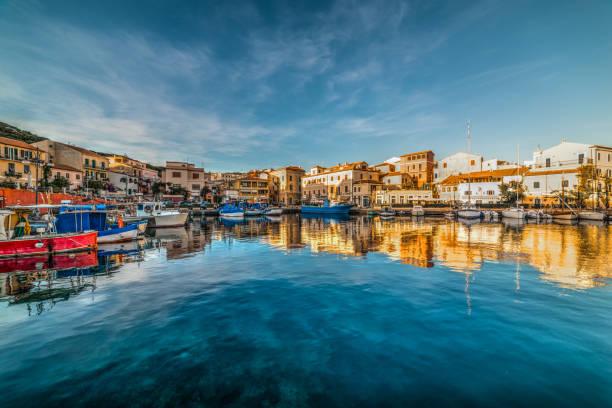 reflections in la maddalena harbor at sunset - sardegna foto e immagini stock