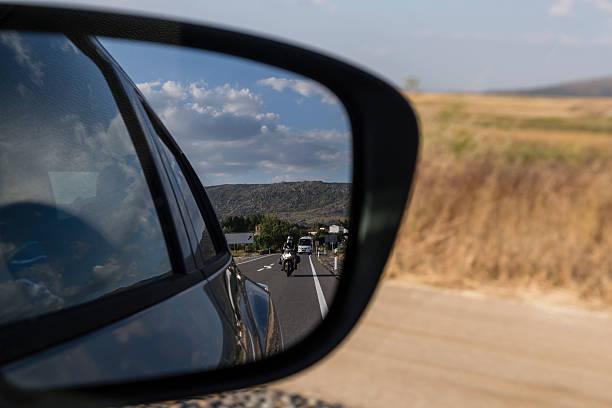 reflections in the mirror of a car - autos und motorräder stock-fotos und bilder