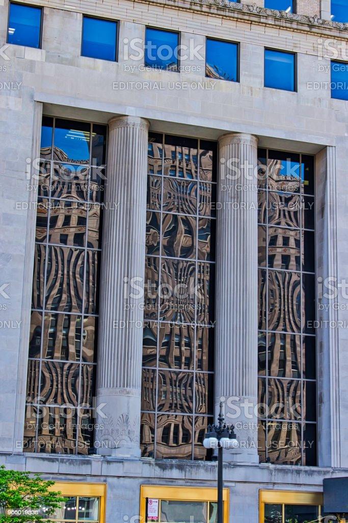 Reflexionen des Merchandise Mart in Gebäude Fenster Wacker Drive entlang. - Lizenzfrei Architektonische Säule Stock-Foto