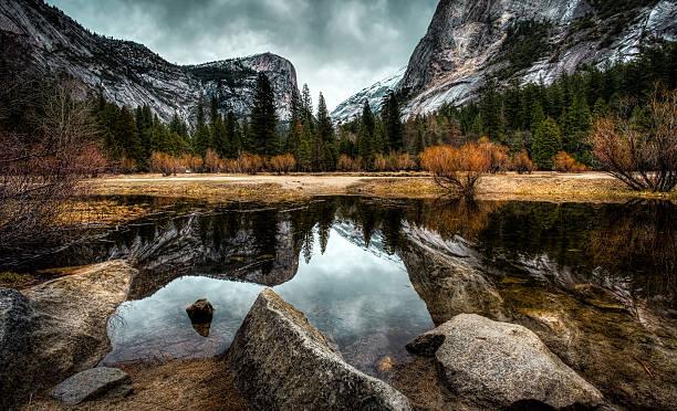 reflets sur le lac - lac mirror lake photos et images de collection