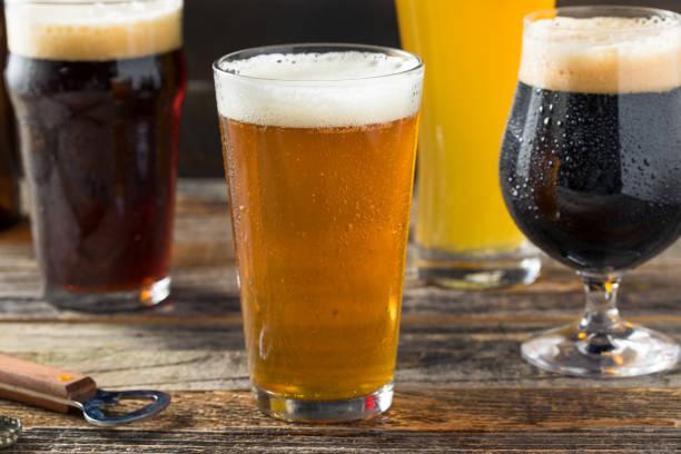 variedade de cerveja artesanal refrescante - ale - fotografias e filmes do acervo