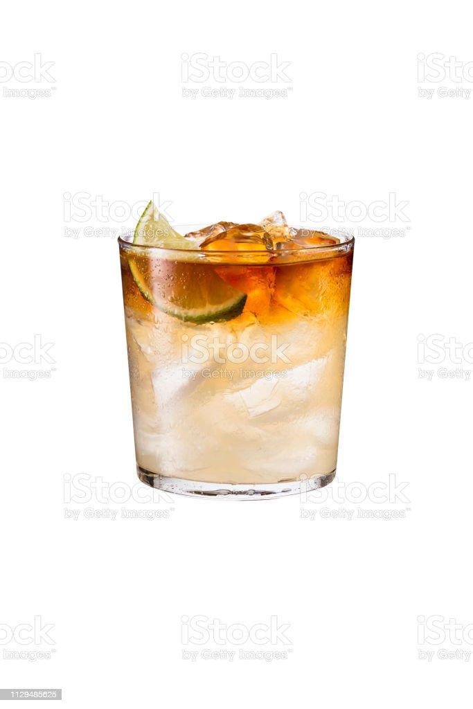 Refrescante cóctel oscura y tormentosa en blanco foto de stock libre de derechos
