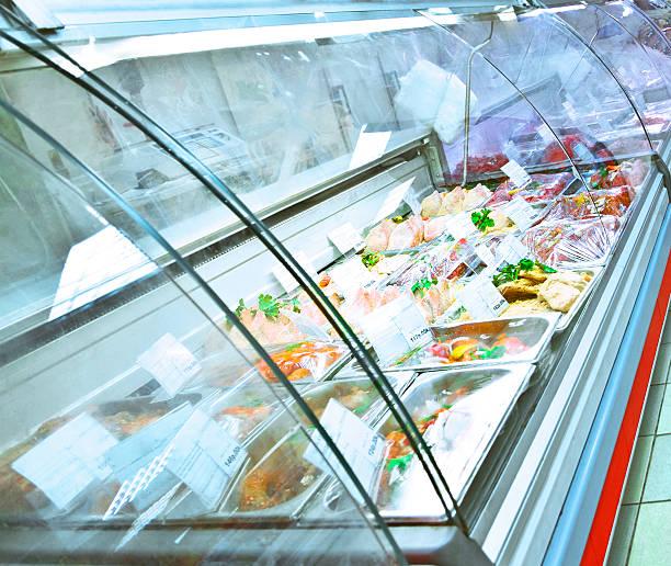 refrigerato caso - prodotti supermercato foto e immagini stock