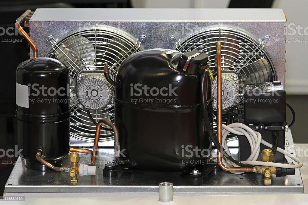 Kühlschrank Ventilator : Kühlschrank kompressor einheit stockfoto und mehr bilder von