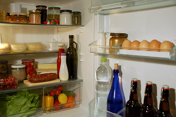 kühlschrank. - gefüllte eier stock-fotos und bilder