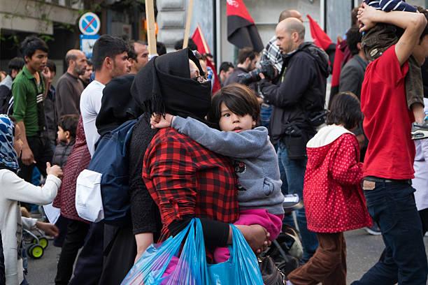 Os refugiados protestar de forma pacífica em Atenas. - foto de acervo