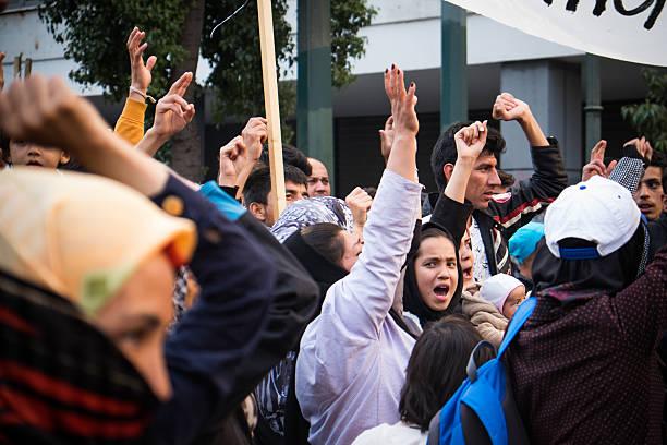 Os refugiados protestar de forma pacífica no centro de Atenas. - foto de acervo