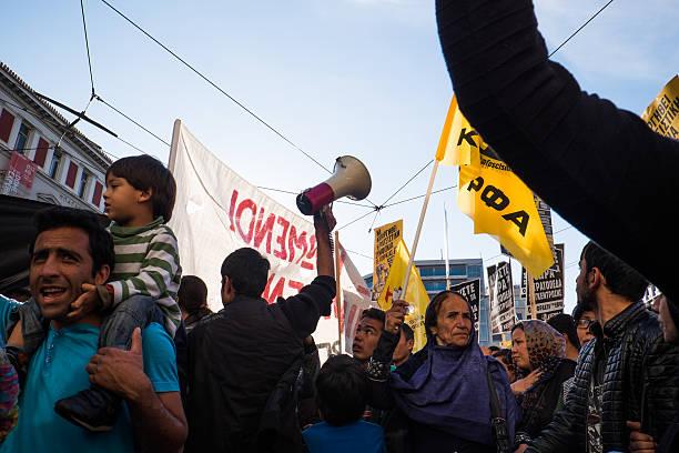 Os refugiados protestar de forma pacífica na Grécia. - foto de acervo