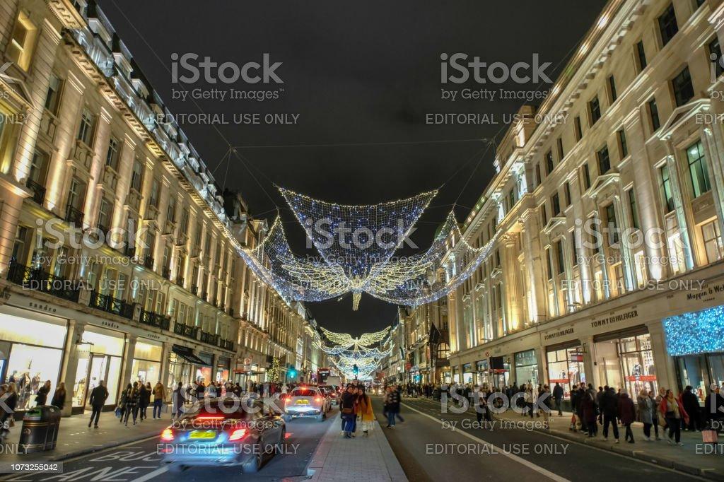 Weihnachtsbeleuchtung Engel.Regent Street Mit Weihnachtsbeleuchtung Und Engel London Stockfoto