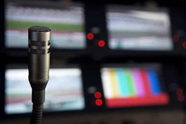 documentary in studio - postproduktion stock-fotos und bilder