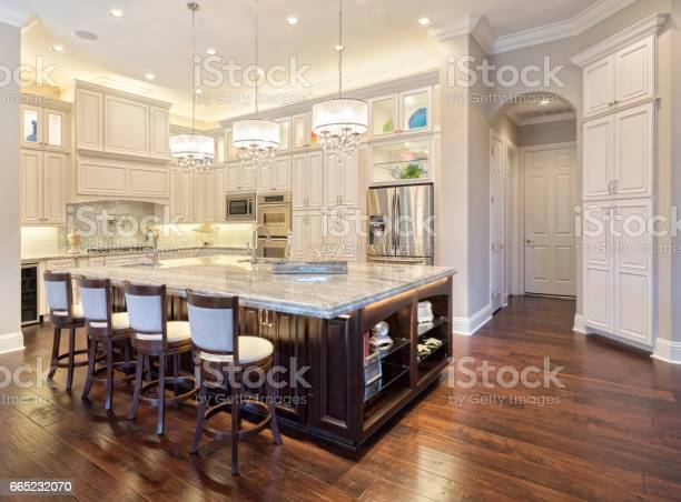 Regional luxury houses picture id665232070?b=1&k=6&m=665232070&s=612x612&h=ttdtrflhihxonrojytd jopzgi2lv mi8yiu 9hunle=