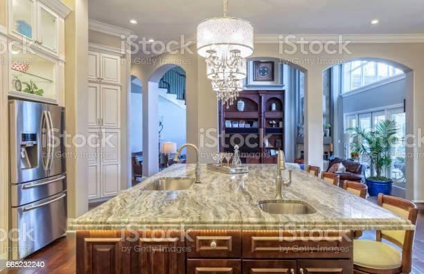 Regional luxury houses picture id665232240?b=1&k=6&m=665232240&s=612x612&h=pgjlqpgn9kpsg4ep1yltfxza4uvni zvcbqwt2is51k=