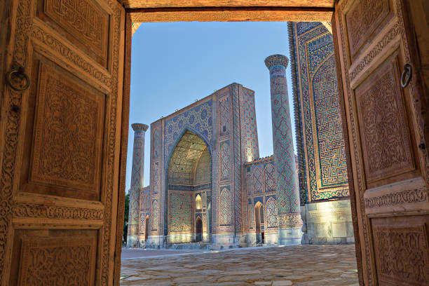 registan plein, in samarkand, oezbekistan. - oezbekistan stockfoto's en -beelden