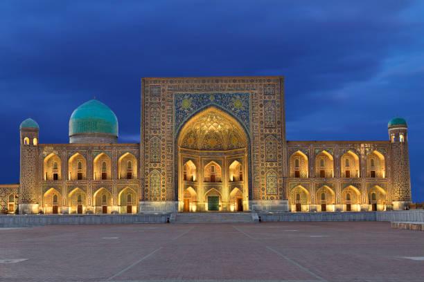 registan plein, samarkand, oezbekistan. - oezbekistan stockfoto's en -beelden