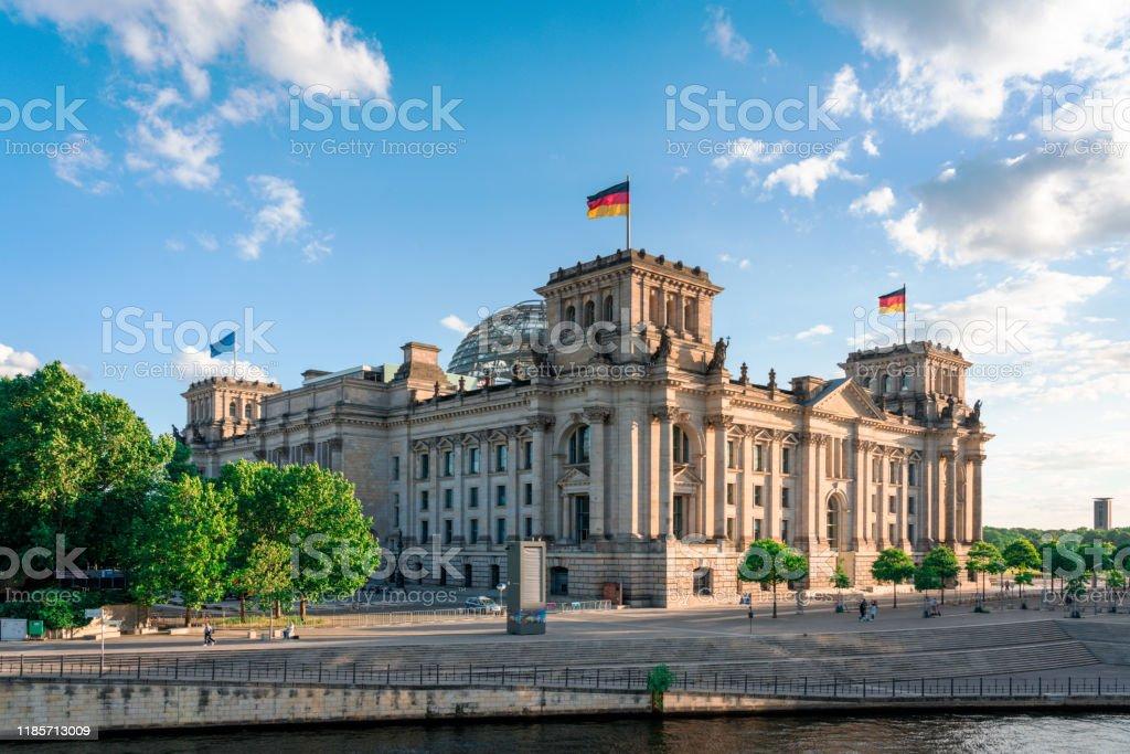 Reichstag und Regierungsbezirk in Berlin, Deutschland - Lizenzfrei Alt Stock-Foto