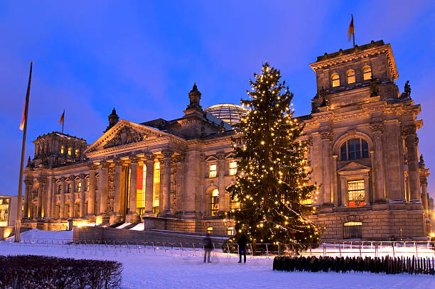reichstag weihnachten berlin - weihnachten stok fotoğraflar ve resimler