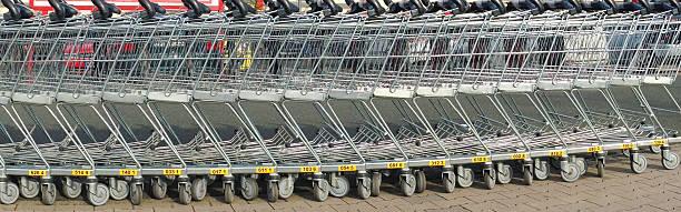 reihe von shopping list im supermartxe - pfand stock-fotos und bilder