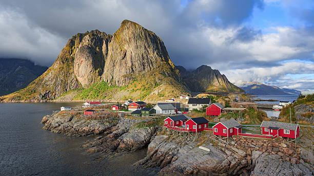 Reine aldeia de pescadores em Ilhas Lofoten, Noruega - foto de acervo