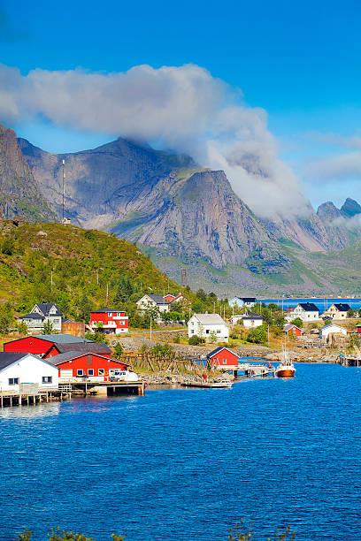 Reine-Noruega no mar, Lofoten village - foto de acervo