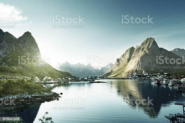 Reine village lofoten islands norway picture id525041046?b=1&k=6&m=525041046&s=612x612&h= bigcj mqimb1emwx04iawrhxok5hmcfhxxxvdizswc=