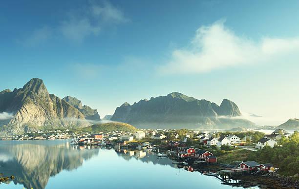 Reine Village, Ilhas Lofoten, Noruega - foto de acervo