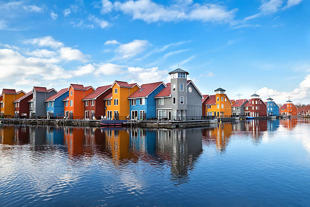 Reitdiephaven - colorful buildings on water foto