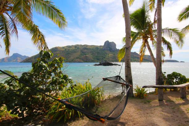 Entspannen Sie sich in einer Hängematte auf der Insel Kuata, gegenüber der Insel Wayasewa, Yasawa Inseln, Fidschi – Foto
