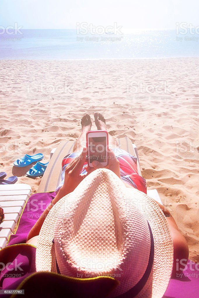 Relax on vacation with your phone – zdjęcie