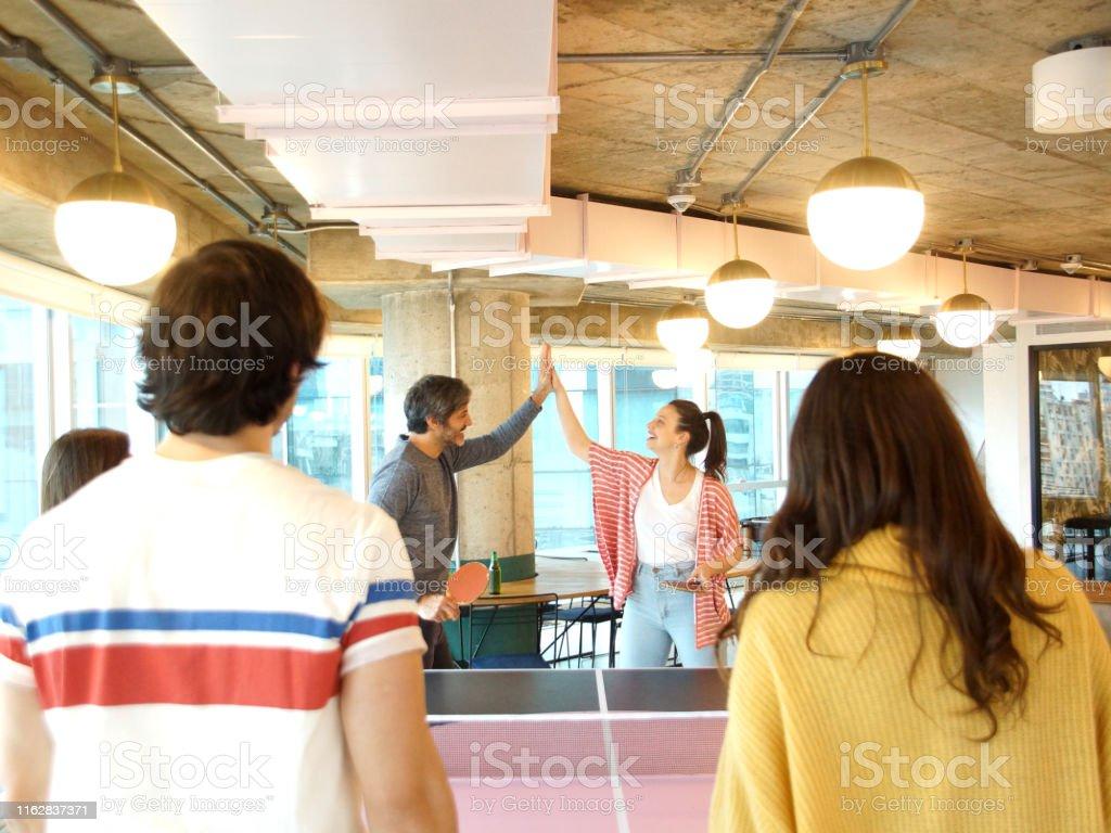 juego de mesa refresco compañeros de trabajo