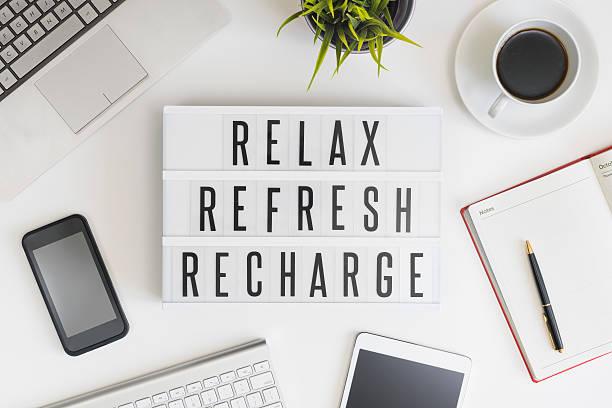 zrelaksuj się i odśwież się i zregeneruj w biurze - wypoczynek zdjęcia i obrazy z banku zdjęć