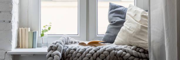 relaxation area on wooden windowsill - hygge imagens e fotografias de stock