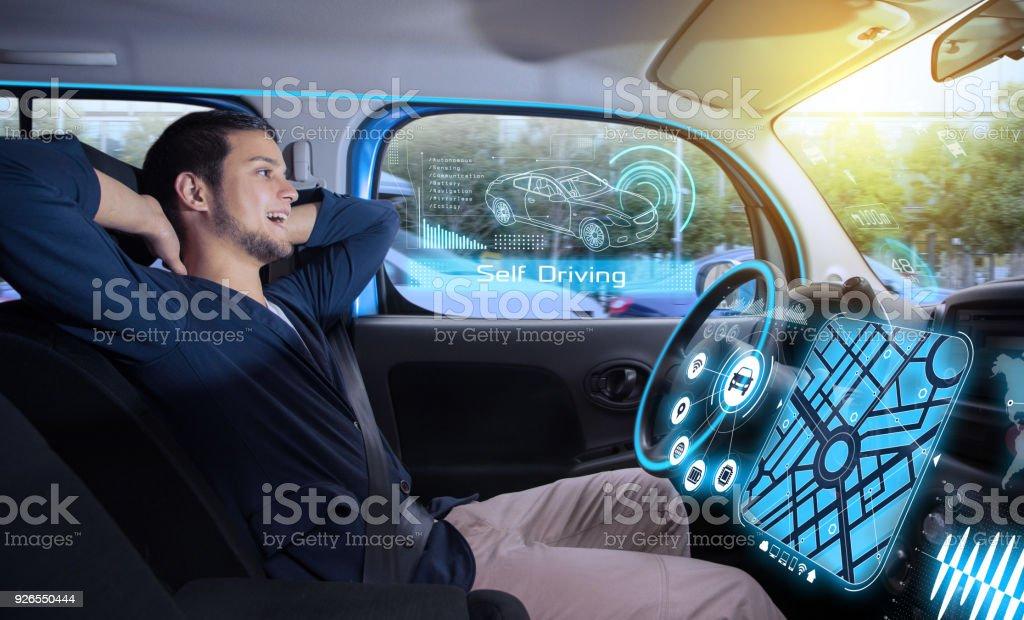 relax homme voiture autonome self conduite du véhicule pilote