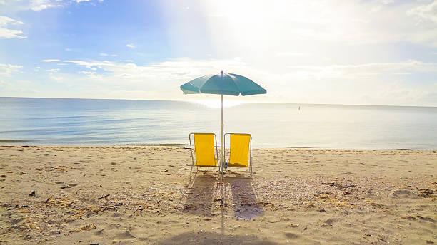 Entspannen Sie sich in einer lonseome beach in der Nähe von Naples, Florida – Foto