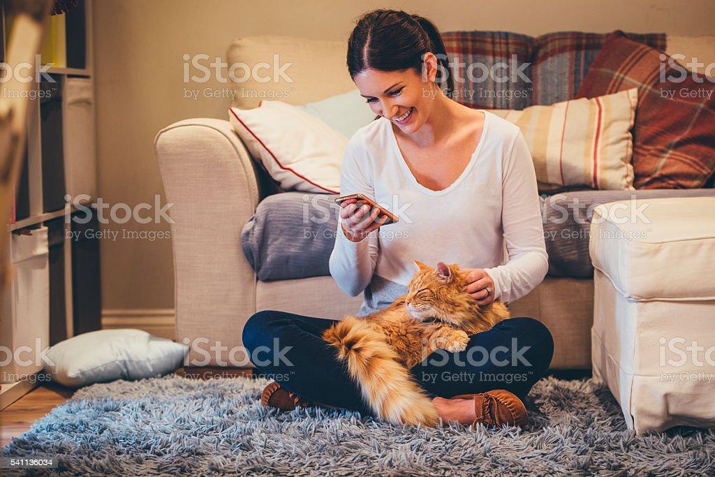 Relajante en casa - foto de stock