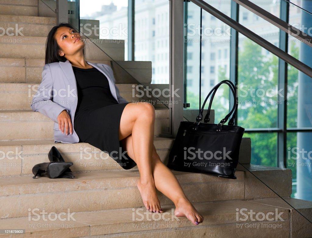 Расслабляющий Деловая женщина стоковое фото