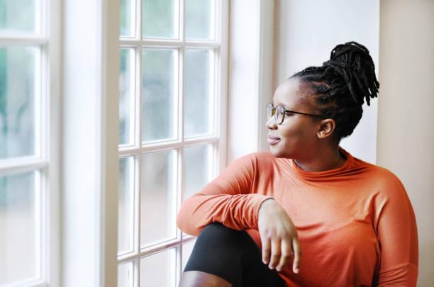Entspannen am Fenster – Foto