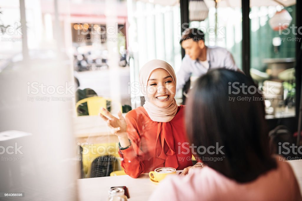 Relaxing conversation between two best friends - Royalty-free 20-29 Years Stock Photo