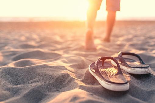 Foto de Relaxante Perto Do Mar Ao Pôr Do Sol e mais fotos de stock de Areia