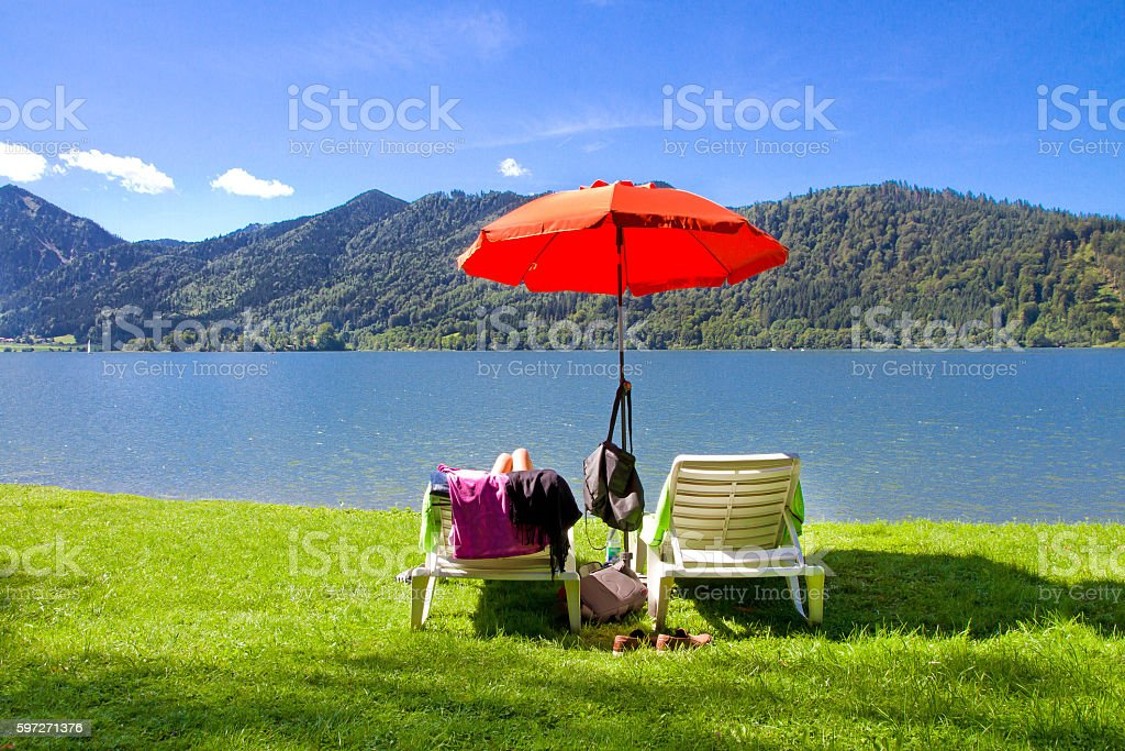Relaxing on lake Schliersee Lizenzfreies stock-foto