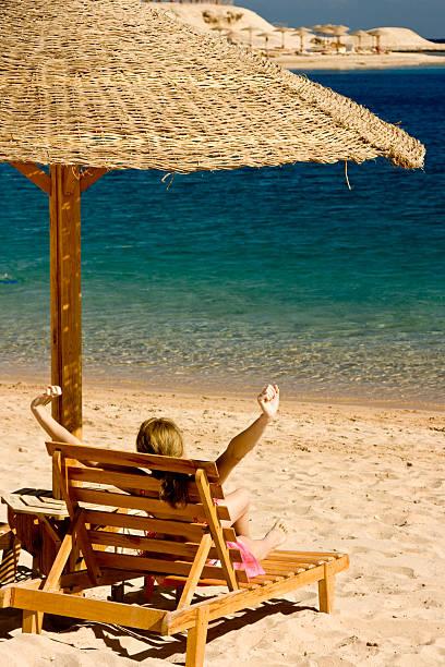 Détente sur la plage isolée - Photo