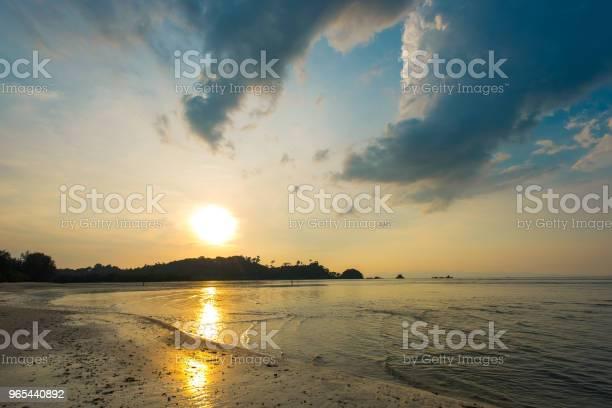 Relaksujący Pejzaż Morski Z Szerokim Horyzontem Nieba I Morza Z Zachodem Słońca I Ciemnym Morzem Styl Vintage - zdjęcia stockowe i więcej obrazów Bali