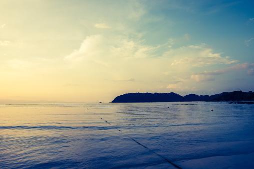 바다와 하늘과 바다의 넓은 수평선 태양 세트와 어두운 바다 편안한 빈티지 스타일 0명에 대한 스톡 사진 및 기타 이미지
