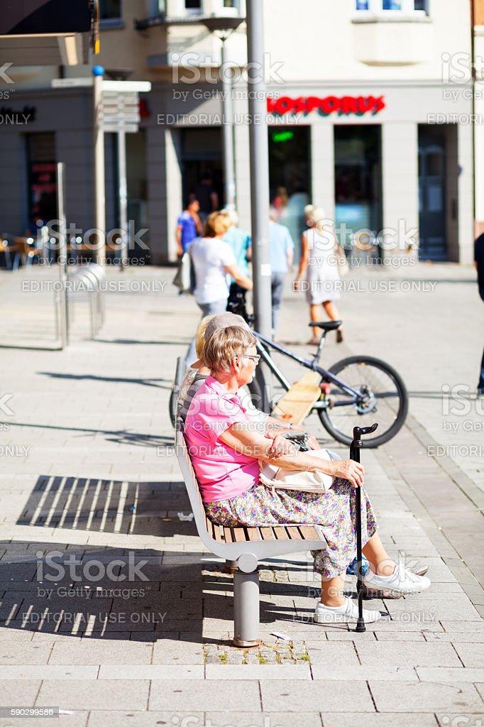 Relaxing senior women in sunshine Стоковые фото Стоковая фотография