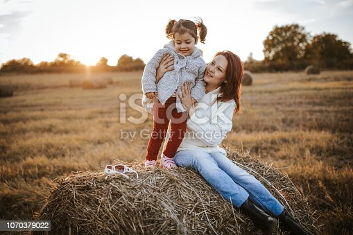 523172398istockphoto Relaxing sunny day in nature 1070379022